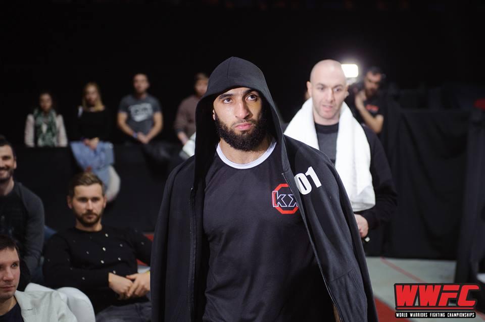 Abdel Rahmane DRIAI avec son T-shirt MMA Rockkick
